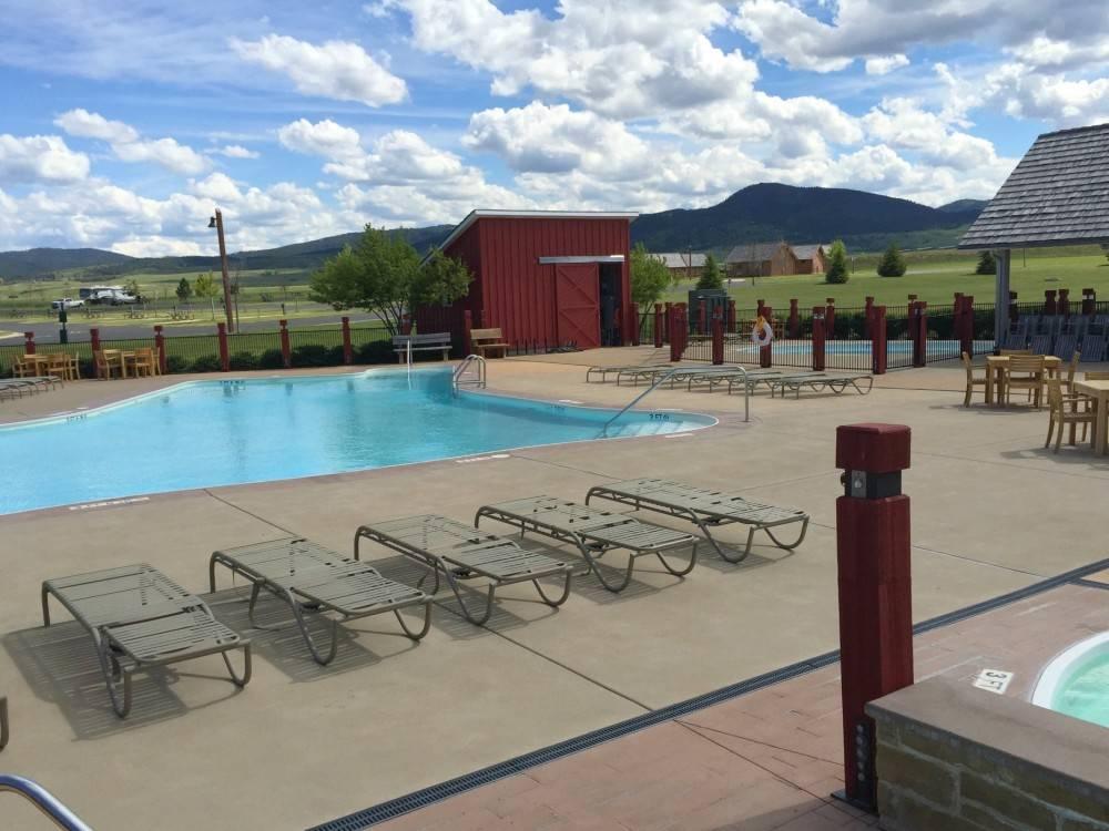 Elkhorn Ridge Resort pool area
